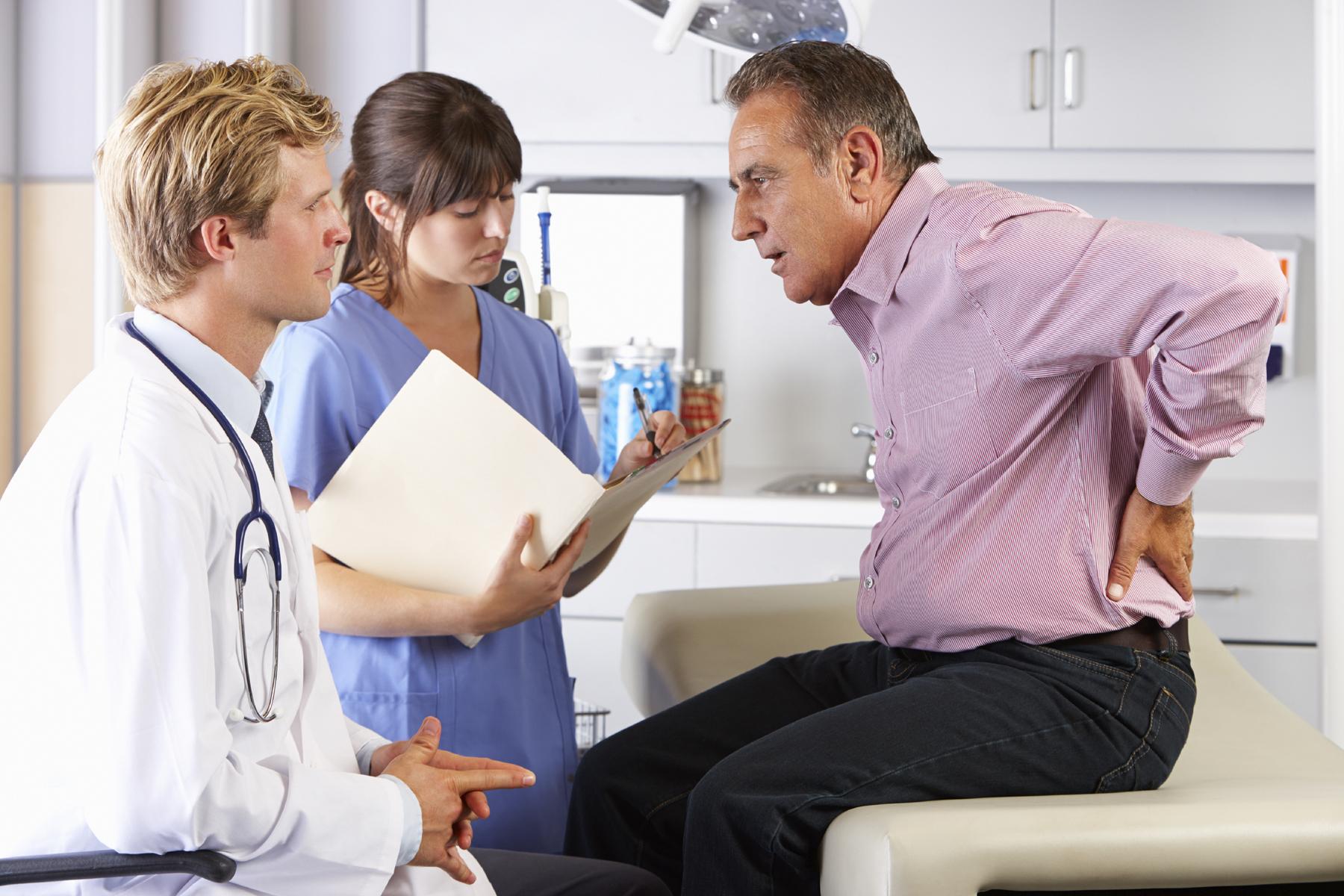 Пациент с больными почками у врача