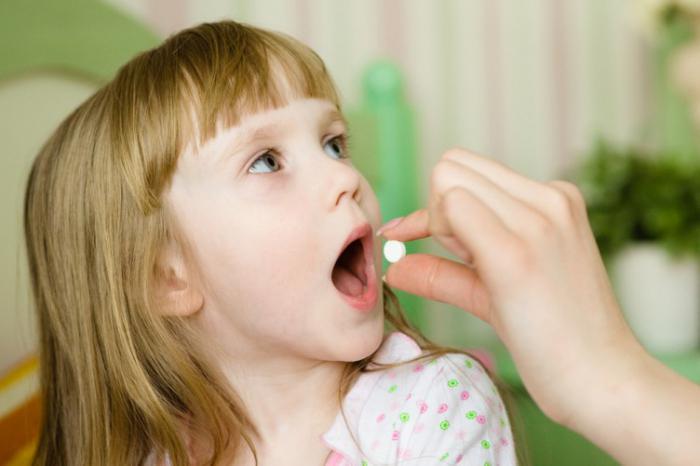 Ребенок принимает антибиотики